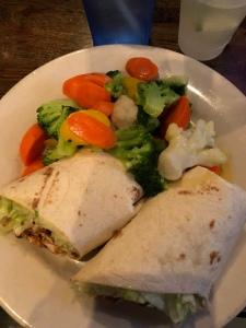 #healthydinner #dinnerout #foodonthego